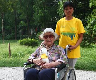 最大路走参与者-100岁