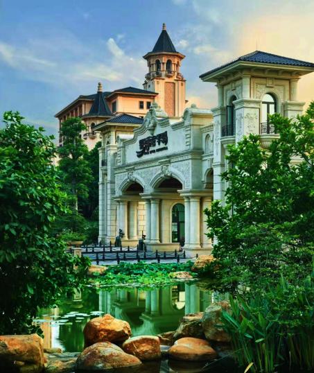 以广州星河湾半岛为例,极具气派的门楼,一直延伸至园区的景观大道