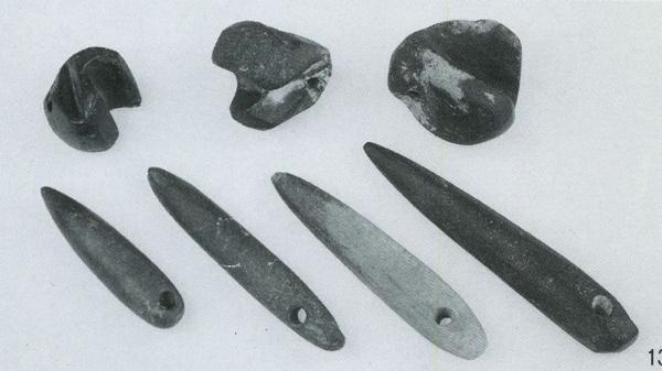 新疆民丰县尼雅遗址发现的汉晋时期石眉笔和矿物颜料块