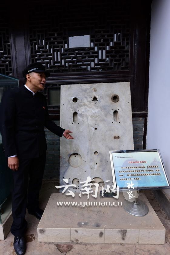 石龙坝水电站是中国第一座水力发电站,距省会昆明42公里,占地面积213亩。于1910年8月开工,1912年5月第一台机组建成发电,中国水电事业从此起步。它经历了护国运动、抗日战争、解放战争和新中国成立,历经105年仍在运行,已累计发电量超过10亿千瓦时,见证着中国水电百年的历史。