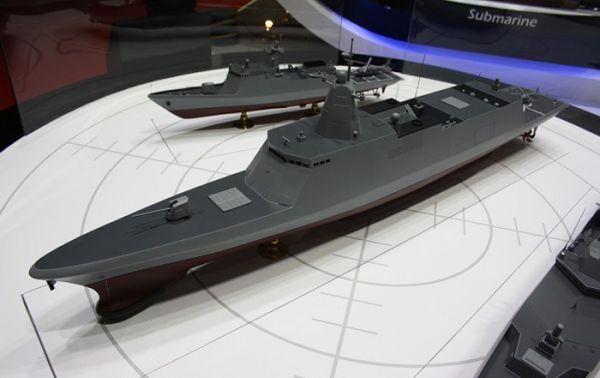 """原料图片:防展上展出的""""韩国下一代驱逐舰""""(KDDX)模型。(图片来源于网络)"""