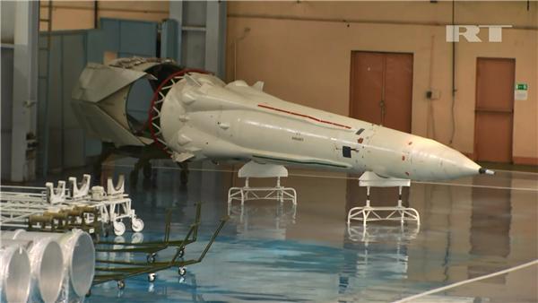 """资料图片:美军KH-12""""锁眼""""系列光学侦察卫星模型。(图片来源于网络)"""