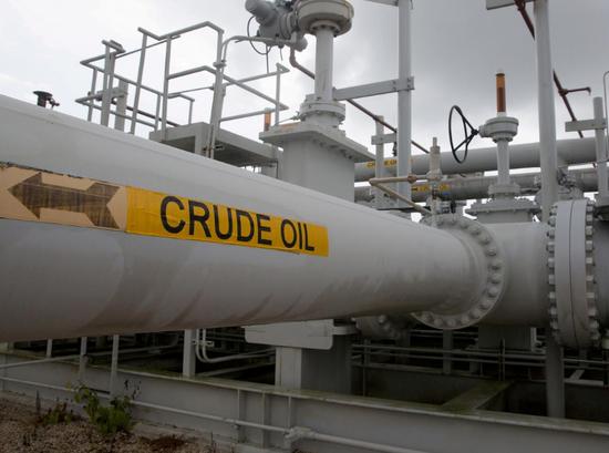 资料图片:2016年6月,美国德州,一处储油设施。REUTERS/Richard Carson