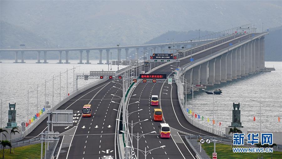 2018年10月24日,港珠澳大桥正式通车运营。新华社记者 梁旭