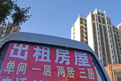 房地产税出来后,会把绝大多数人排除在纳税之外,两套房、三套房出租,房地产税出来之后肯定是要交税的,税率应该比较低,现在看超过1%的可能性不大,房子特别多的人,会有累进的概念,比如说超过多少面积,比如说上海、重庆有累进的概念。