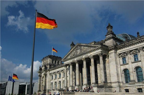 事实上,这已经不是阿尔特迈尔第一次支持华为了,早在去年12月,阿尔特迈尔就曾表示,完全不担心中国华为参与德国5G移动网络建设。