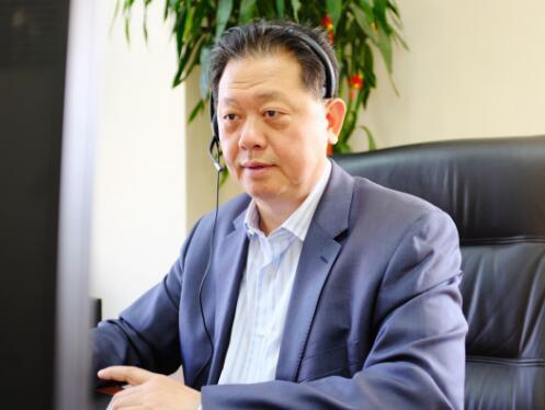 3月15日,弘康人寿董事长卢德之担任视频客服,接听消费者来电