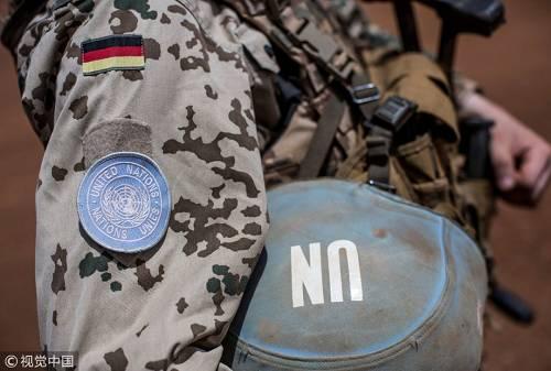德国绿党外交政策发言人努里普尔则认为,库比基对格雷内尔的评论纯粹是一派胡言。