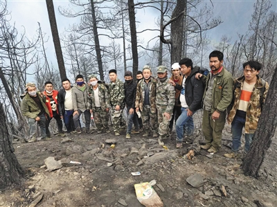 """木里火灾背后:""""林业第一县""""的防火拉锯战"""