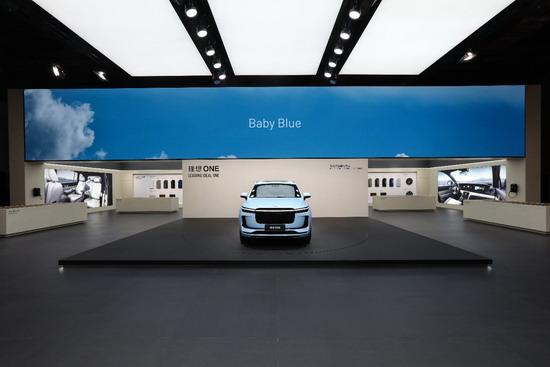 理想亮相上海国际车展 发布Baby Blue限量版珍珠漆