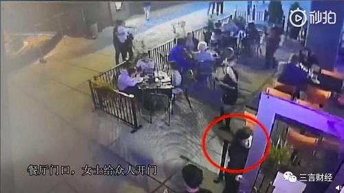 另外在公寓期间,刘强东和受害者以及另一位女性辗转换了很多次电梯,从三人状态来看并未有醉酒迹象.