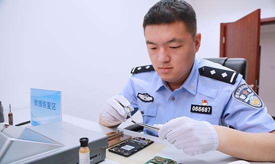韩翰:网警在网络技术发展前沿打击犯罪行为