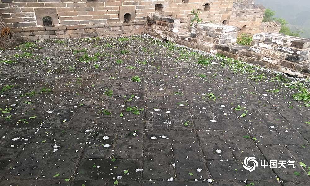 天气与历史的碰撞!鸡蛋大冰雹突袭河北金山岭长城