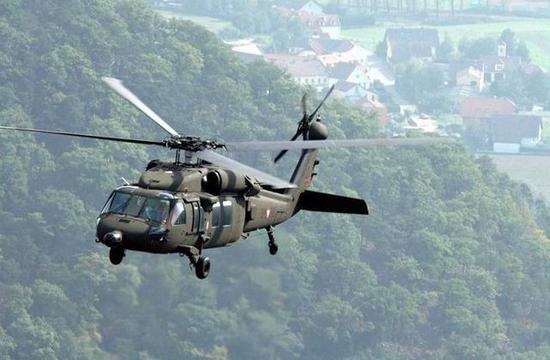 """最后,直-20直升机即将服役,也让直-15的从军前景更加渺茫。我军从1980年代引进美国著名的S-70""""黑鹰""""直升机后,军方随即被该机优越的性能所折服,并且开始进行仿制测试,经过30多年的努力,代号直-20的""""山寨黑鹰""""直升机已经开始逐渐在网上出现,部分照片甚至喷涂了""""陆航""""的编号。直-20直升机是自重10吨级的中型直升机,比直-15还大3吨,因此自身的载荷和运输能力更强于直-15直升机,特别是吊运能力,接近13吨的直-8型直升机,因此在战术上有更大的灵活度。"""
