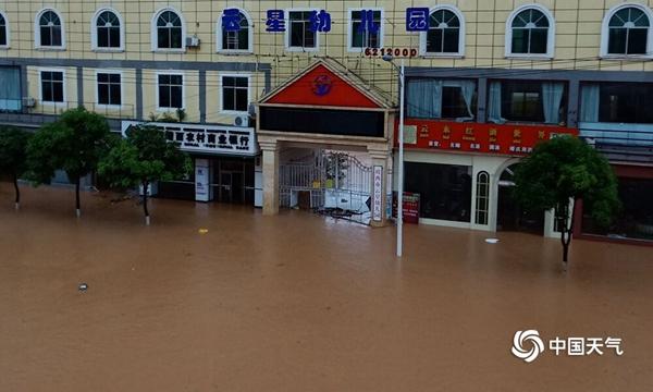 强降雨致广西百色等多地现洪涝 局地出现大暴雨