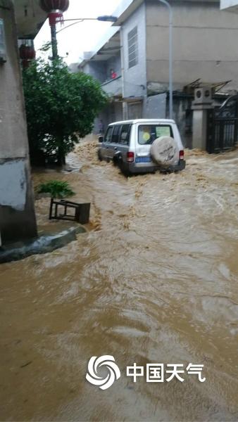 暴雨袭击江西中北部 各地灾害频发