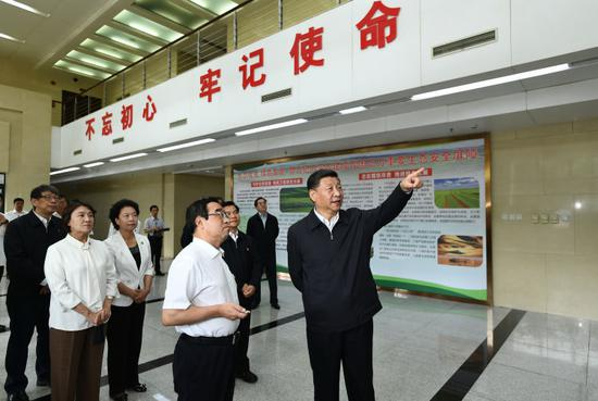 """16日,习近平在内蒙古自治区自然资源厅调研指导开展""""不忘初心、牢记使命""""主题教育。"""