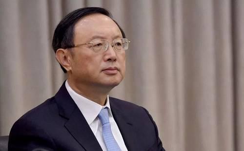 """杨洁篪报道称,杨洁篪接受新华社采访时表示,要求美国""""立即停止以任何形式干预香港事务""""。"""