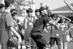 篮球巨星走进华师初中现场教学激励学子-新闻频道-和讯网