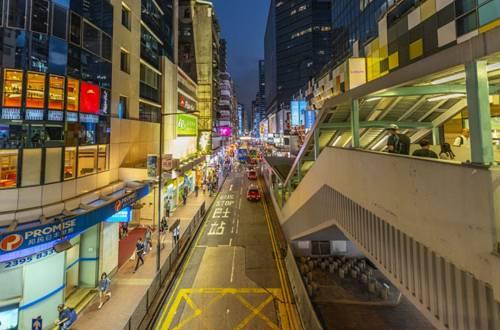 """商店关门倒闭 企业裁员降薪……香港连日动乱搞得""""民不聊生"""""""