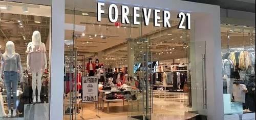 """《文汇报》曾报道,为了更好的""""引导""""消费,一线快时尚品牌全年推出新品2.5万款,每款新装的平均设计时间仅为20分钟。"""