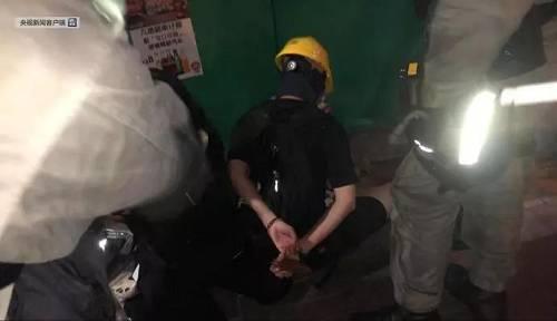 暴徒在香港警总附近纵火:现场传爆炸声,警方逮捕多人