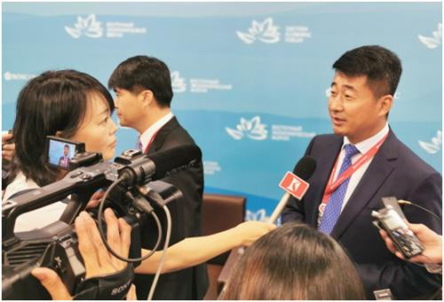 蒙牛集团副总裁赵杰军批准中俄媒体采访时畅谈两国乳业配相符前景