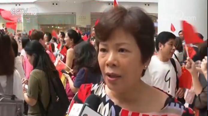 香港市民:我说我是出来支持警察和支持香港(特区政府),因为我是中国人,我一定要支持。而且把香港搞得这么乱, 香港是我的家,我不希望别人把它搞乱。