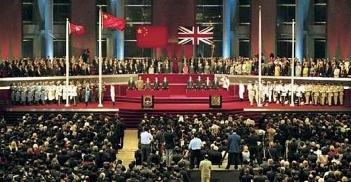 回归后,根据同日生效的《香港特别行政区基本法》,香港特别行政区享有立法权,在1998年7月1日,香港特区第一届立法会成立。