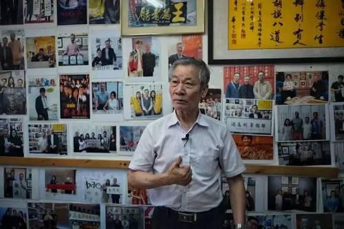"""""""港产片御用书法家""""冯兆华:香港年轻人应与内地多沟通交流"""