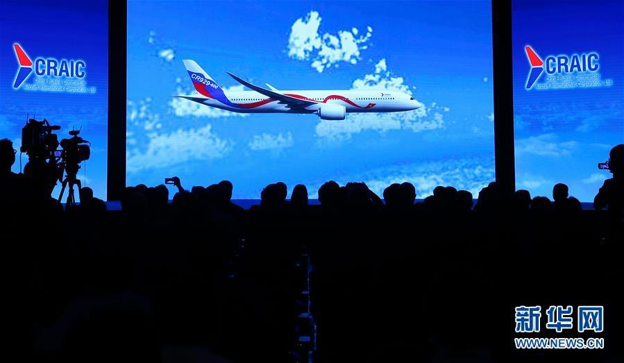 2017年9月29日,在中国上海,中俄国际商用飞机有限责任公司(CRAIC)宣布,中俄联合远程宽体客机正式命名为CR929。新华社记者 丁汀