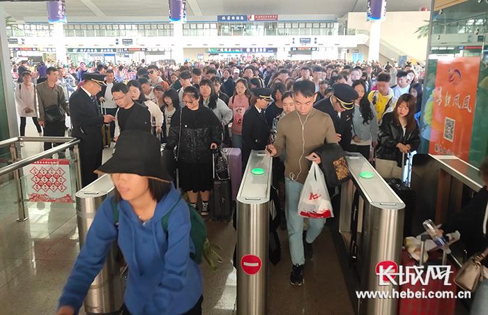 十一黄金周 唐山火车站共计发送旅客36.8万人