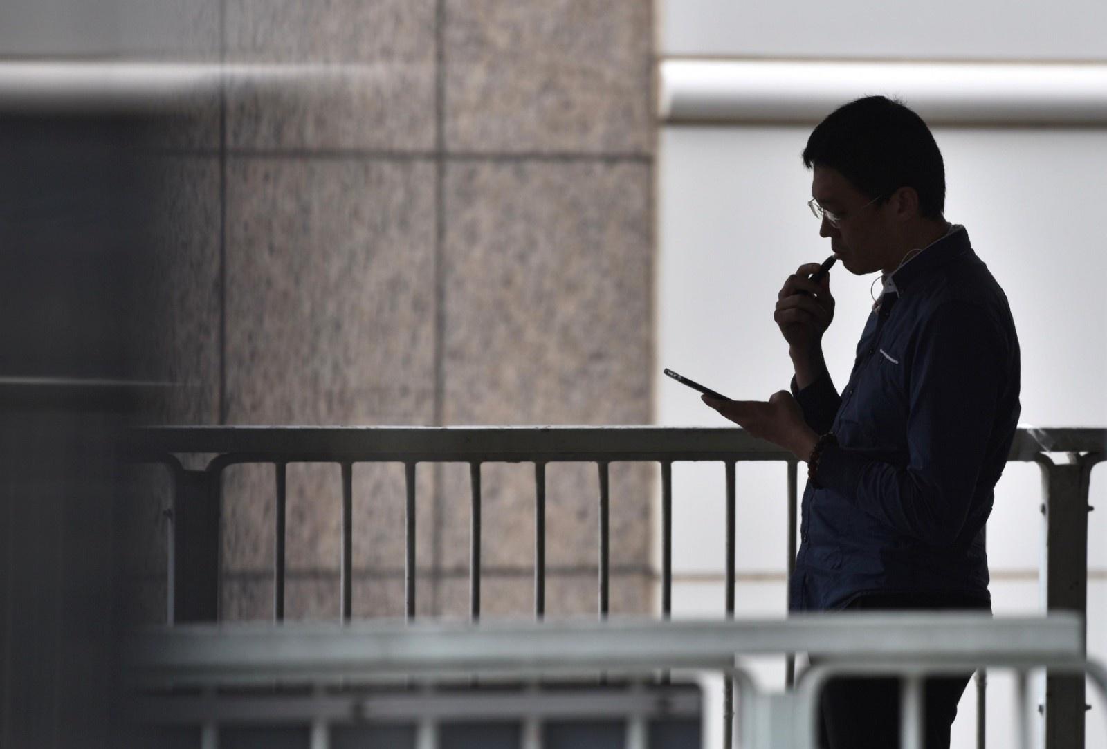 抽真烟才有害?美疾控中心建议避免使用一切电子烟产品