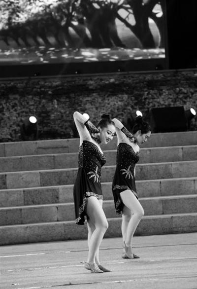 陕西省大学生文化艺术节啦啦操大赛举行