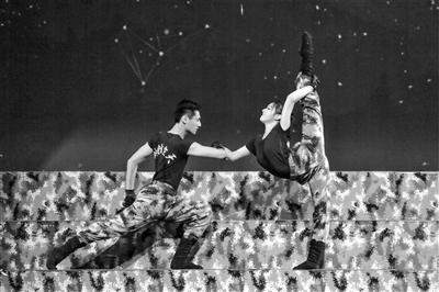 空军通信兵成立70周年文艺晚会举行