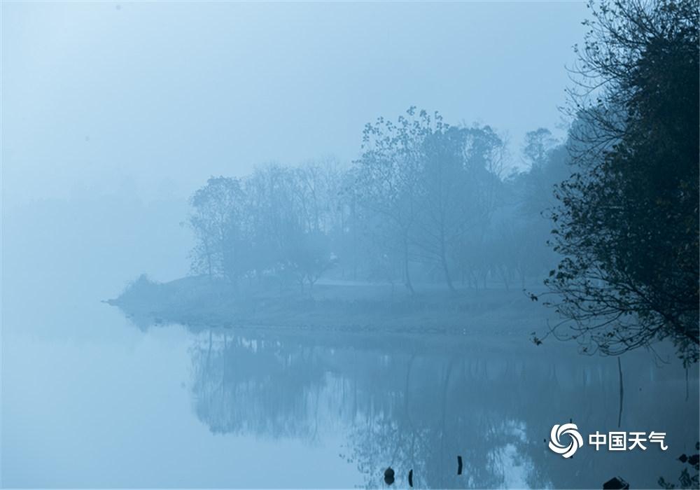 仙气缭绕 江城武汉今晨大雾锁城如仙境
