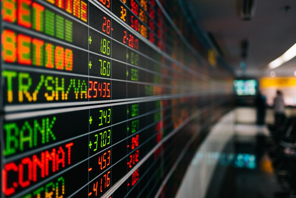 快讯:港股恒指转跌 中资券商股走弱招商证券跌超4%