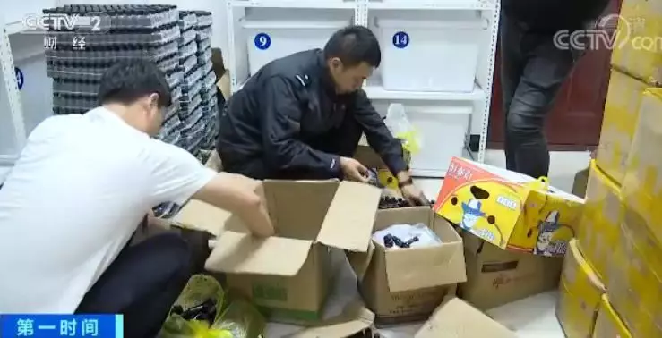 目前犯罪嫌疑人张某等人因涉嫌生产销售假药,已被额尔古纳市公安局刑事拘留。案件正在进一步审理中。