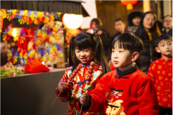 春节来横店过大年,感受正宗庙会的热闹。