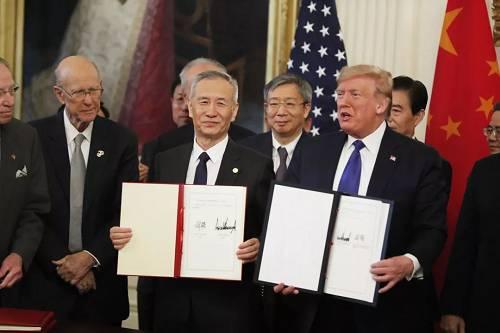 当地时间1月15日,经过中美两国经贸团队的共同全力,在平等和相互尊重的基础上,中美两边在美国首都华盛顿正式签定第一阶段经贸制定。