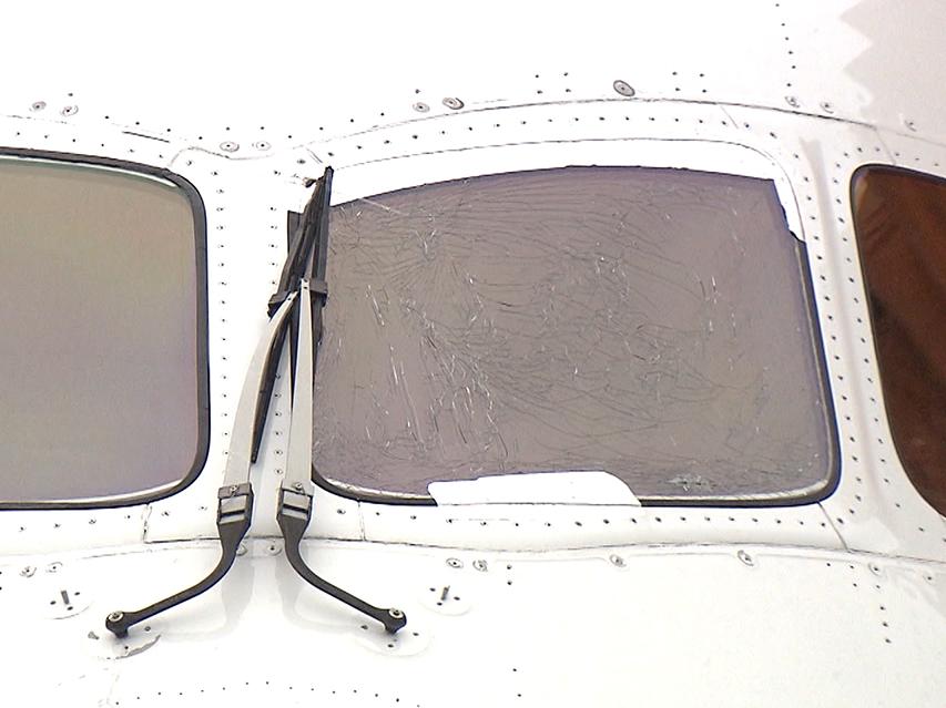 """每经20点丨日航波音787客机飞上海,起飞滑行途中驾驶舱玻璃开裂;""""开车进故宫""""非个例?亲历者发声:工作原因就能开;2019年广东居民人均可支配收入39014元"""
