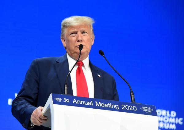 """美国总统与瑞典""""环保少女""""达沃斯隔空争辩引关注"""