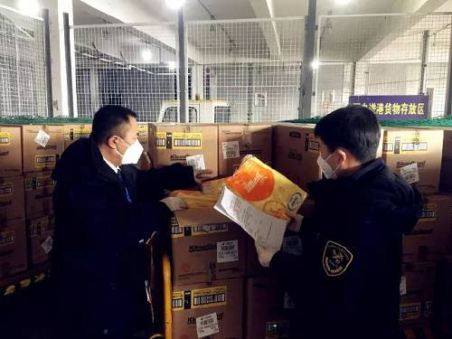 长春龙嘉机场海关快速验放84万只疫情防控口罩