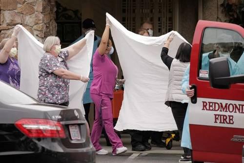 3月1日手机网上报码网址,华盛顿州医护人员在迁移别名患者 图源:David Ryder/Reuters