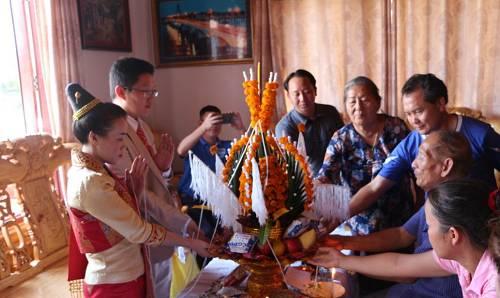 中国青年与老挝青年以中老铁路为媒走进婚姻殿堂