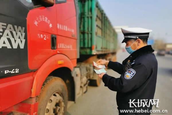 河北交警加强道路交通事故预防 2月来查处交通违法54.7万起