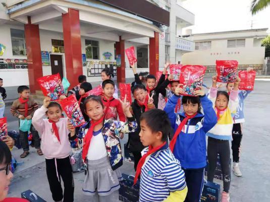 """马大姐将启动百城百店爱心联动,为""""悦读换糖果""""公益项目增添新营养"""