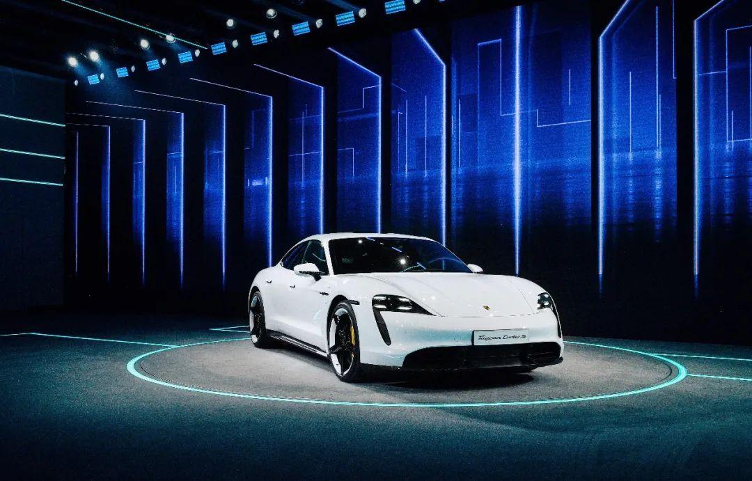 """V8成最后绝唱!宝马M5将""""转型""""电动化,与保时捷Taycan竞争?"""