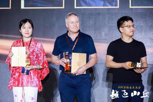 """连连国际CEO David Messenger荣获万物生长大会""""年度创业人物"""""""