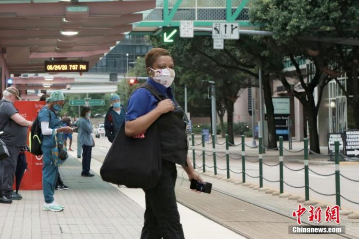 """美得州州长发布""""口罩强制令"""" 称疫情非常严峻"""